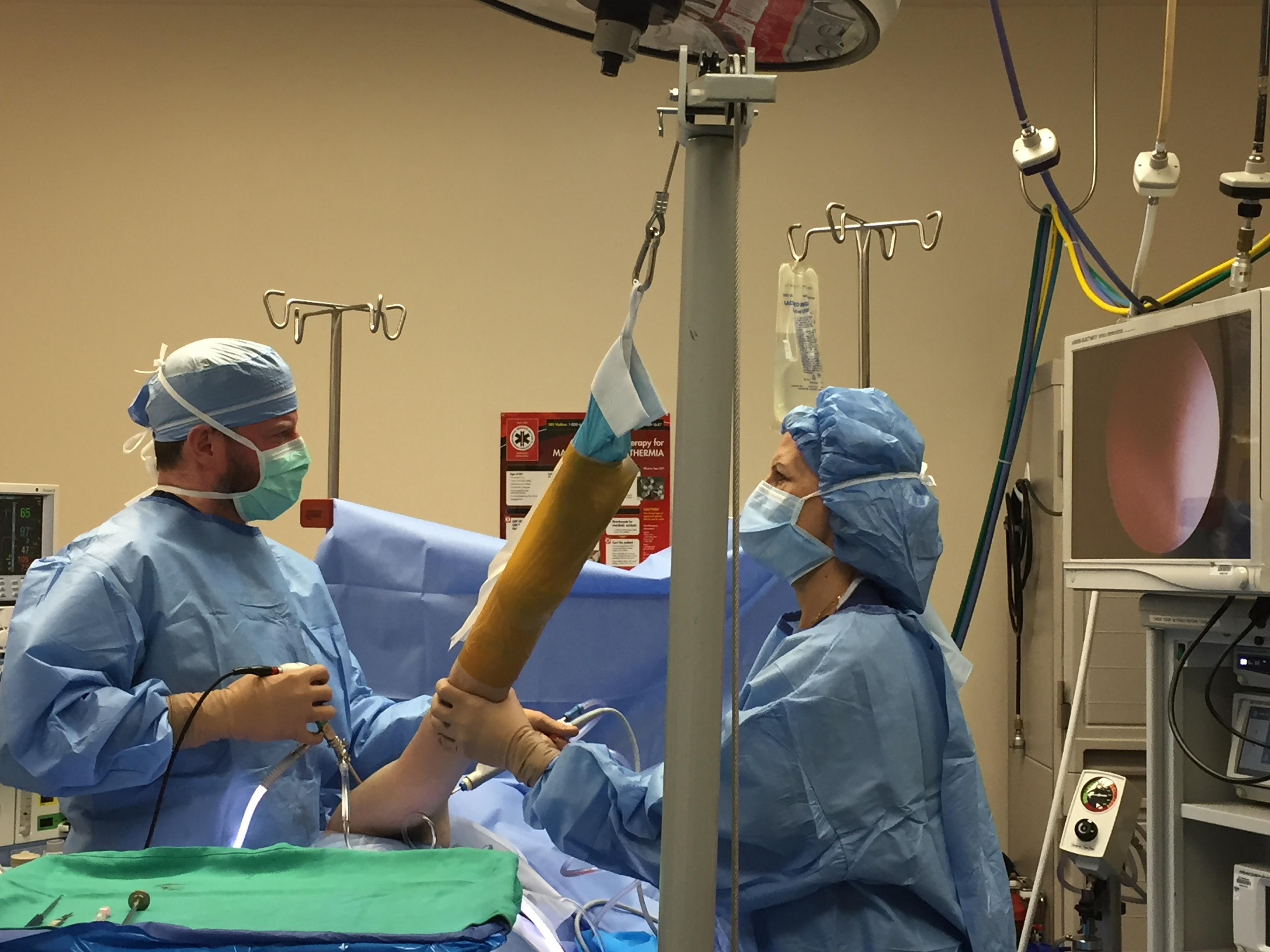 Dr. Seeds preforms a major arthroscopic shoulder stabilization.